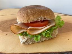 Kipfilet met yofresh en tomaat