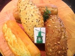Broodje grillworst Italiaans