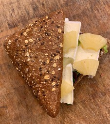 Broodje brie-ananas